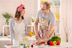 as chopped cooking counter couple each framed happily happy horizontally kitchen look near other pepper photograph smiling stove στοκ εικόνα