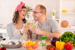 as chopped cooking counter couple each framed happily happy horizontally kitchen look near other pepper photograph smiling stove στοκ φωτογραφίες με δικαίωμα ελεύθερης χρήσης