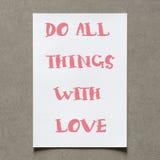 As citações positivas escrevem na folha do Livro Branco com sombra com vinta Fotos de Stock