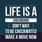 As citações que inspiradas a vida é um tabuleiro de xadrez não esperam para ser checkmated fazem um movimento agora fotos de stock