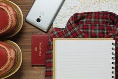 As coisas diferentes podem ser úteis na viagem na vista lisa Fotografia de Stock Royalty Free