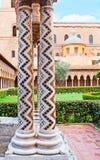 As colunas com teste padrão de ziguezague Foto de Stock Royalty Free