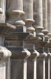 As colunas de pedra clássicas em um chuch extasiam o pórtico Fotos de Stock Royalty Free
