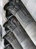 As colunas de pedra egípcias no templo trabalham o moinho em leeds fotos de stock