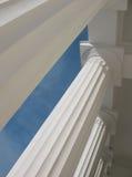 As colunas do portico do museu Fotos de Stock Royalty Free