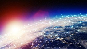 As conexões sistema e as trocas de dados na terra 3D do planeta rendem Fotos de Stock Royalty Free