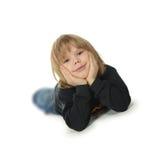 As configurações do rapaz pequeno em um assoalho foto de stock royalty free
