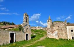 As construções abandonadas no castelo imagens de stock