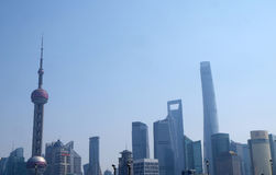 As construções financeiras dos arranha-céus do distrito de Lujiazui ajardinam em Shanghai Foto de Stock Royalty Free