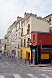As construções & os apartamentos bonitos de Monmatre, Paris França Imagens de Stock