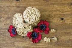 As cookies australianas Anzac com dia de Anzac assim que nós não esquecem Fotos de Stock