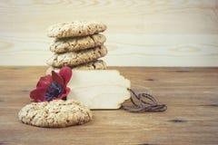 As cookies australianas Anzac com dia de Anzac assim que nós não esquecem Fotografia de Stock Royalty Free