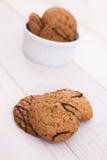 As cookies chuviscaram com chocolate Fotografia de Stock Royalty Free