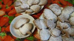 As cookies com Sugar On The Table pulverizado vídeos de arquivo