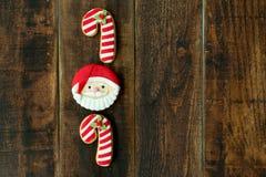 As cookies deliciosas do Natal com Santa Claus enfrentam Imagem de Stock Royalty Free