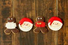 As cookies deliciosas do Natal com Santa Claus enfrentam Imagens de Stock Royalty Free