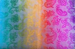 As cores do arco-íris unem-se na tela indiana como um fundo Imagens de Stock Royalty Free