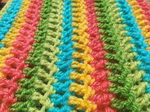 As cores fazem crochê o fio do lenço feito a mão Imagem de Stock