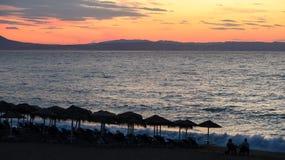 As cores mágicas no horizonte momentos antes de Sun vão acima Sunris Imagem de Stock Royalty Free