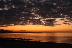As cores mágicas no horizonte momentos antes de Sun vão acima Sunris Imagem de Stock