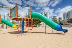 As corrediças e os campo de jogos das crianças Parque do campo de jogos Foto de Stock
