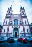 As cotovias velhas colocam a igreja Altlerchenfelder Kirche em Viena Áustria foto de stock royalty free