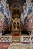 As cotovias velhas colocam a igreja Altlerchenfelder Kirche em Viena Áustria fotografia de stock