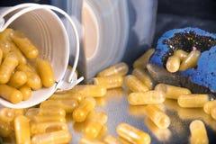 As cápsulas da extração do cannabis infundiram com o marij do fragmento e do cbd Imagem de Stock