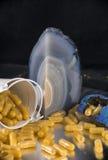 As cápsulas da extração do cannabis infundiram com o marij do fragmento e do cbd Imagens de Stock
