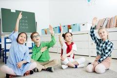 As crianças conhecem a resposta fotografia de stock