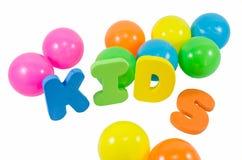 As crianças das palavras com as bolas no branco Foto de Stock Royalty Free