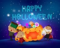 As crianças de Dia das Bruxas que têm o divertimento e a doçura ou travessura de riso dos doces do partido da abóbora feliz party Ilustração Stock