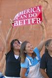 As crianças do nativo americano que guardam a campanha presidencial assinam, parque estadual vermelho da rocha, Gallup, nanômetro fotografia de stock royalty free