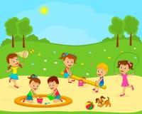 As crianças estão jogando no campo de jogos Foto de Stock Royalty Free