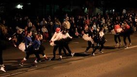 As crianças fazem a dança do bailado da quebra-nozes na parada do feriado Fotografia de Stock Royalty Free