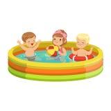 As crianças felizes que têm o divertimento na piscina inflável, caráteres coloridos vector a ilustração ilustração royalty free