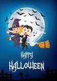 As crianças pequenas e o fantasma voam com a vassoura sobre o fundo da Lua cheia Fotografia de Stock Royalty Free