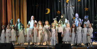 As crianças ucranianas comemoram o _6 de St_ Nicholas Day Fotografia de Stock Royalty Free