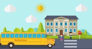 As crianças vão para trás à escola Ônibus, crianças e escola Imagens de Stock Royalty Free