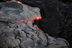 As crostas da lava derretida sobre e solidificam muito rapidamente imagens de stock royalty free
