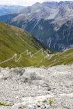 As curvaturas de Stelvio Road Imagem da cor Fotos de Stock Royalty Free