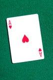 As de carte de jeu de coeurs sur la table Image stock