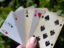As de tisonnier jouant des cartes Photographie stock libre de droits