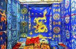 As decorações do mercado de Dragon Replica Silks Panjuan Flea do chinês sejam imagem de stock