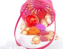 As decorações do Natal derramaram a cesta Imagens de Stock