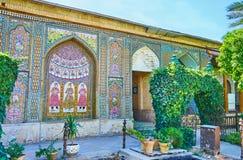 As decorações telhadas do complexo de Naranjestan, Shiraz, Irã Fotografia de Stock Royalty Free