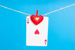 As del corazón con la cuerda de la clavija de ropa Foto de archivo libre de regalías