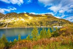 As dolomites, Lago di Fedaia imagem de stock