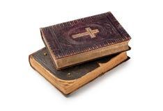 As duas Bíblias velhas no fundo branco Fotografia de Stock