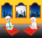 as duas crianças do cte estão lendo o quran do al em seu tapete de oração perto da janela ilustração do vetor